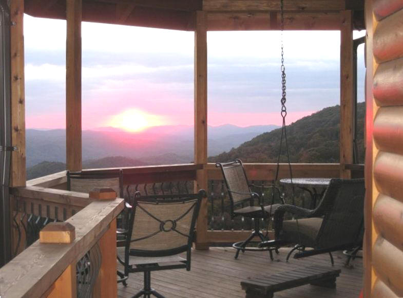 Mountain cabin in Boone NC with spectacular views, hot tub, fireplace and more