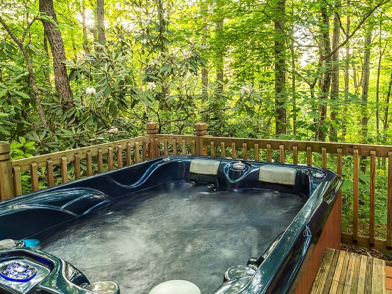 Cabin rental in a wooded setting with mountain views and hot tub