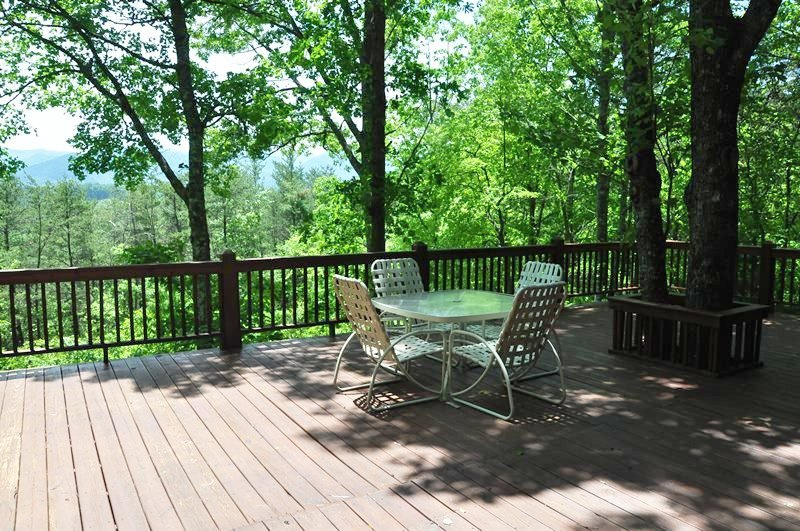 Dillsboro NC cabin rental with hot tub and mountain views