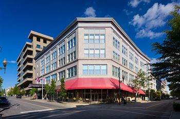 Upscale downtown Asheville Hotel with restaurant