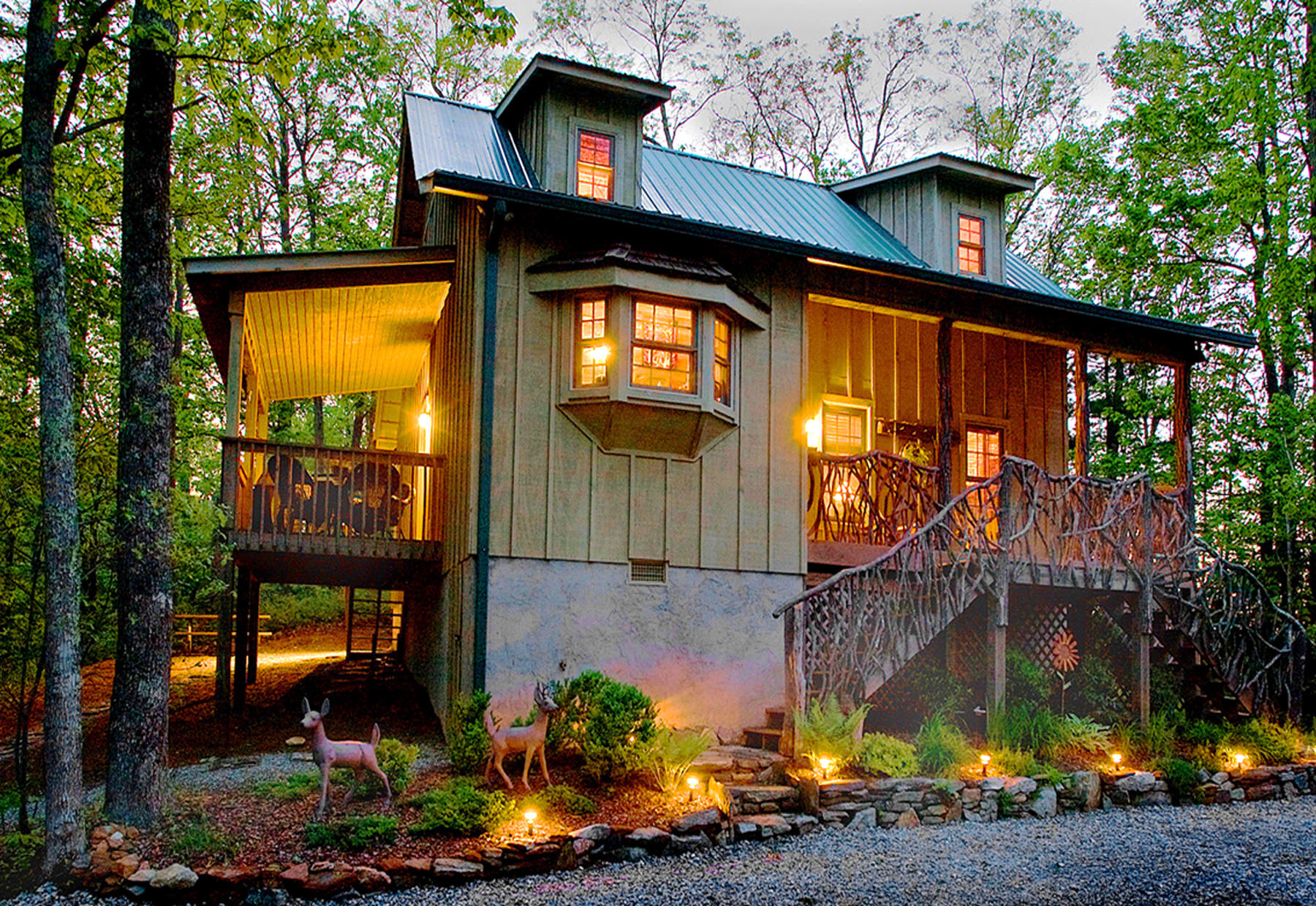 Lake Toxaway cabin rentals on 7 acres with trails