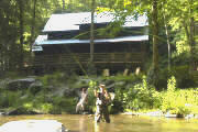 Upscale cabin directly on the Nantahala River